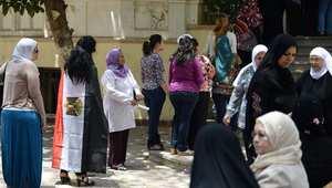 كيف بدأت أزمة الوافدين.. ولماذا قد تؤدي إلى بطلان انتخابات مصر؟
