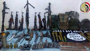 صورة نشرها المتحدث العسكري في مصر للأسلحة والذخائر والمهمات التى تم ضبطها مع العناصر الإرهابية