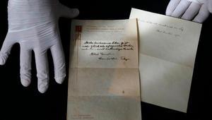 بيع ورقتين بخط أينشتاين بمزاد مقابل 1.8 مليون دولار