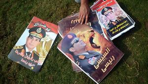 ملصقات تحمل صورة المشير عبد الفتاح السيسي