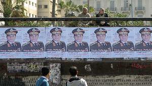 ملصقات تحمل صورة المشير عبد الفتااح السيسي في شوارع الإسكندرية