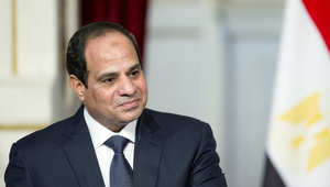 السيسي من أبوظبي يشدد على أمن الخليج وتجديد الخطاب الديني ويسأل: هو تغيير ولا تدمير؟