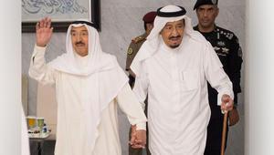 """وسط الأزمة الخليجية.. أمير الكويت يلتقي العاهل السعودي بـ""""زيارة أخوية"""""""