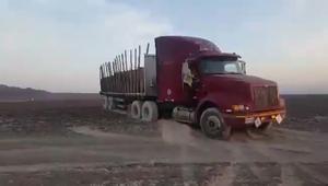 """سائق شاحنة يدمر""""خطوط نازكا""""التاريخية في بيرو"""