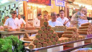 شاهد.. أجواء ليلة العيد في سوق الحلويات الأشهر بدمشق