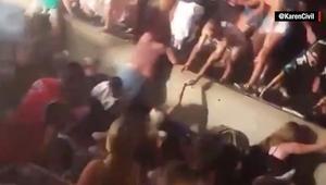 """إصابة العشرات بعد سقوط سياج أثناء حفل غنائي لـ""""سنوب دوغ"""""""