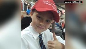 """كلب يشن """"هجوماً سياسياً"""" على قبعة طفل مؤيد لدونالد ترامب"""