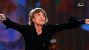 المغني السبعيني ميك جاغر يستقبل طفله الثامن
