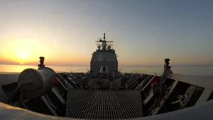 """عبر عدسة CNN: غروب الشمس من على متن حاملة الطائرات الأمريكية """"أنزيو"""""""