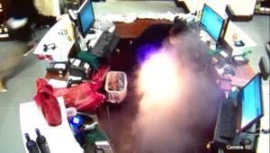حادثة غريبة: سيجارة الكترونية تنفجر في جيب رجل