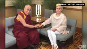 بالفيديو: بعض المشاهير محظورين في الصين بسبب لقائهم بالدالاي لاما.. آخرهم؟ لايدي غاغا