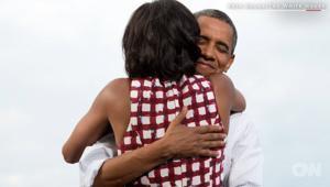 قبلات وعناق.. أجمل لحظات لأوباما وزوجته