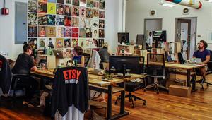 """أمازون تطغى على سوق الحرف اليدوية فهل تؤثر على """"Etsy""""؟"""