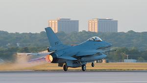 الطائرة الأولى من طراز F-16 بلوك تقلع من قاعدة فورت ورث- بولاية تكساس لتنضم إلى أسطول طائرات سلاح الجو المصري