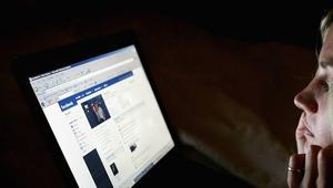طفلة تقاضي فيسبوك بسبب عجزه عن منع تداول صورتها عارية