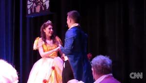 عرض زواج من قصة خيالية على خشبة المسرح