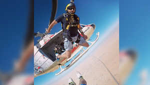 نائب حاكم دبي في قفزة من الطائرة
