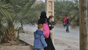قافلة تحاول نجدة لاجئين سوريين عالقين بين المغرب والجزائر.. والسلطات تمنعها