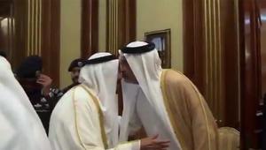 تداول فيديو استقبال الملك سلمان للشيخ عبدالله بن علي آل ثاني في منى