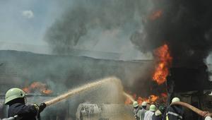 حريق ضخم ينشب في أنبوب لنقل البترول بالجزائر