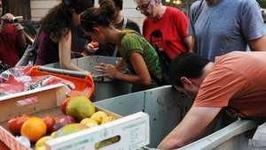 البرلمان الفرنسي يصادق على قانون يمنع تبذير الطعام وإلقاءه في الأزبال