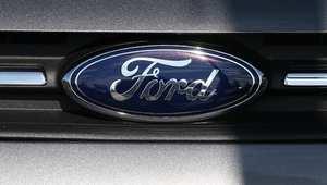شعار فورد على إحدى سياراتها