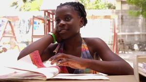 التعليم يعطي الأمل لهذه الطفلة