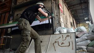 أحد مقاتلي الجيش السوري الحر في حلب