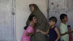 أم وأطفالها في حالة رعب بغزة