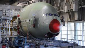 يتم صنع أجزاء الطائرة في عدة مناطق بأوروبا، ومن ثم يتم جمعها في تولوز بفرنسا.