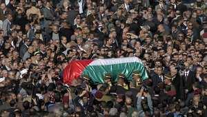 منظر عام للجموع التي حضرت جنازة أبو عين الخميس.