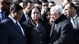 رئيس السلطة الفلسطينية محمود عباس يقدم واجب العزاء لزوجة زياد أبو عين وابنته وشقيقه.