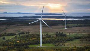 يعتمد إنتاج الطاقة على العديد من العوامل منها استغلال مصادر الوقود الطبيعية كالطاقة النووية والمتجددة. وبالتالي، فمن الضروري الموازنة بين جميع تلك المصادر للحصول على النسبة الأعلى من إنتاج