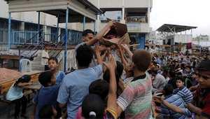 توزيع الحلوى في العيد بملاجئ الأمم المتحدة
