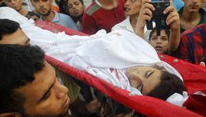 فلسطينيون يشاركون في جنازة أحد قتلى العمليات العسكرية في غزة