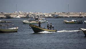 بدأت الحياة تعود إلى شواطئ غزة شيئا فشيئا عقب التهدئة