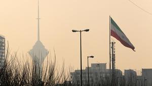 """إعلام إيران يتابع عن كثب التوتر الخليجي ويتحدث عن """"نار تحت الرماد"""""""