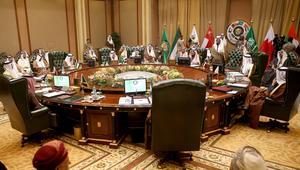 لجنة تعاون سياسي وعسكري بين الإمارات والسعودية عشية قمة الكويت