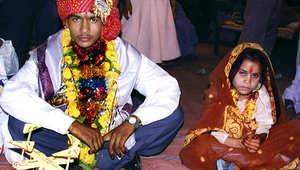 طفل في السادسة عشرة أثناء مراسم تزويجه من فتاة تصغره بكثير في الهند