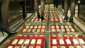 صورة أرشيفية لمركز تجاري رصفت ممراته بالذهب