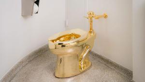 """مرحاض من الذهب باسم """"أمريكا""""..لماذا؟"""