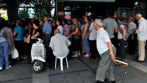 """رغم إعلان """"اتفاق إنقاذ"""" أوروبي.. اليونان تبقي بنوكها مغلقة وتقييد السحب النقدي"""
