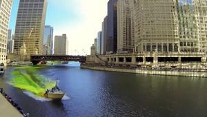 بتقنية الفاصل الزمني.. نهر بشيكاغو يتحول الى اللون الأخضر
