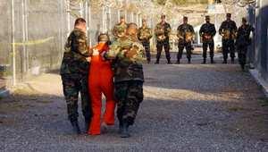 """السلطات الأمريكية تسلّم معتقلًا مغربيًا إلى بلاده بعد سجنه بـ""""غوانتانامو"""" 14 سنة"""