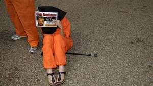 منظمة دولية تطالب واشنطن بالكشف عن أسباب حبس مغربي 14 عامًا في غوانتانامو