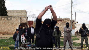 """معارضون سوريون يشرحون مصادر تمويل داعش: ربع مليون برميل نفط وتأجير أملاك """"المسيحيين والمرتدين"""" وجباية """"الزكاة"""""""