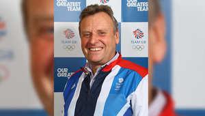 هايدن برايس بيطار خيل يعمل مع أفضل الفرسان في بريطانيا. وقد ساعد فريق GB لوصول الأولومبياد في سباق قفز الحواجز والترويض في لندن عام 2012