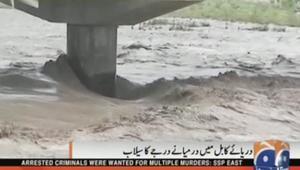 بالفيديو: مقتل نحو 45 وإصابة العشرات بعواصف وفيضانات في باكستان