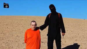 الجهادي المقنع وأحد عناصر داعش كما ظهر في فيدو قطع رأس الرهينة البريطاني آلن هينينغ