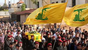صورة أرشيفية لعدد من مقاتلي حزب الله خلال مشاركتهم في جنازة زميل لهم